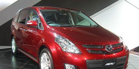 Motor vehicle, Wheel, Tire, Automotive mirror, Mode of transport, Automotive design, Vehicle, Land vehicle, Car, Transport,