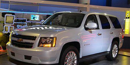 Tire, Motor vehicle, Wheel, Automotive tire, Vehicle, Automotive mirror, Automotive design, Land vehicle, Automotive lighting, Window,