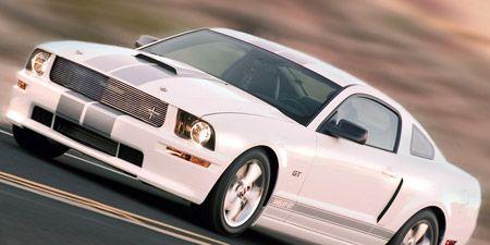 Tire, Wheel, Automotive design, Vehicle, Land vehicle, Automotive tire, Automotive exterior, Hood, Alloy wheel, Rim,