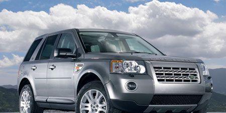 Tire, Wheel, Motor vehicle, Automotive tire, Mode of transport, Automotive design, Product, Daytime, Vehicle, Transport,