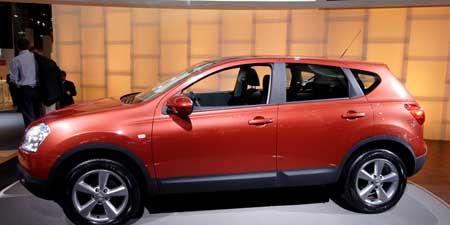 Tire, Motor vehicle, Wheel, Automotive design, Land vehicle, Vehicle, Automotive tire, Product, Car, Automotive mirror,