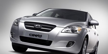 Automotive design, Daytime, Vehicle, Automotive lighting, Glass, Headlamp, Automotive mirror, Grille, Hood, Car,