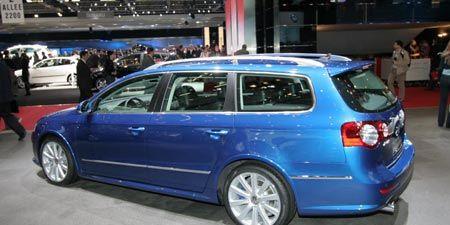Tire, Wheel, Automotive design, Vehicle, Transport, Land vehicle, Automotive tire, Rim, Alloy wheel, Car,