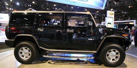 Tire, Wheel, Motor vehicle, Automotive tire, Automotive design, Automotive exterior, Vehicle, Land vehicle, Transport, Rim,