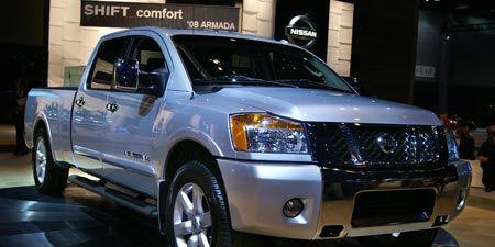 Tire, Motor vehicle, Wheel, Automotive mirror, Vehicle, Automotive tire, Land vehicle, Automotive lighting, Transport, Headlamp,