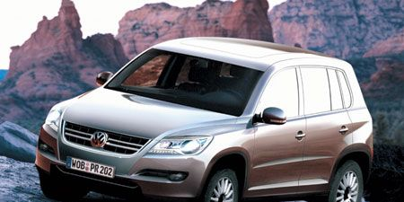 Motor vehicle, Tire, Automotive mirror, Mode of transport, Automotive design, Vehicle, Product, Transport, Land vehicle, Car,