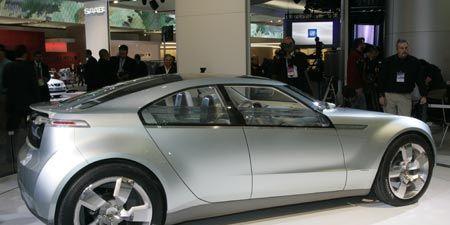 Tire, Wheel, Automotive design, Mode of transport, Vehicle, Alloy wheel, Car, Automotive tire, Automotive wheel system, Rim,