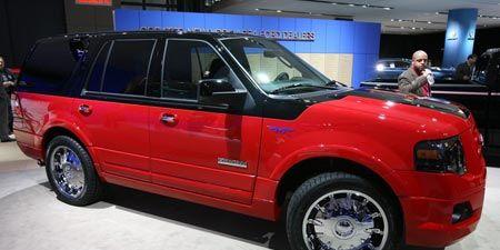 Tire, Wheel, Motor vehicle, Automotive tire, Automotive design, Vehicle, Land vehicle, Rim, Spoke, Car,