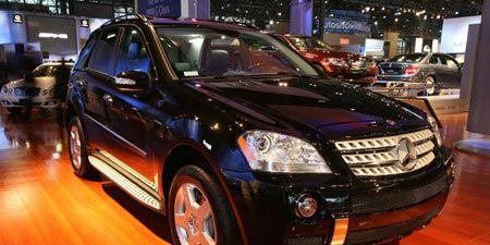 Tire, Motor vehicle, Wheel, Automotive design, Vehicle, Land vehicle, Automotive lighting, Car, Grille, Headlamp,