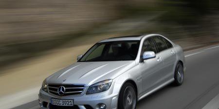 Tire, Wheel, Mode of transport, Automotive design, Vehicle, Automotive tire, Transport, Rim, Hood, Road,