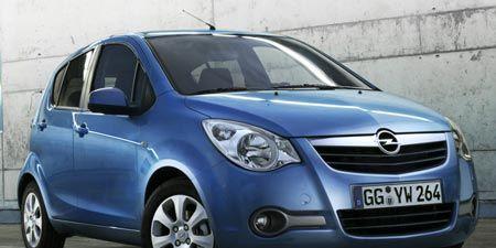 Motor vehicle, Automotive mirror, Mode of transport, Automotive design, Daytime, Vehicle, Land vehicle, Car, Hood, Transport,
