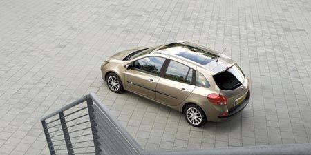 Tire, Wheel, Automotive design, Automotive tire, Vehicle, Alloy wheel, Land vehicle, Rim, Car, Vehicle door,