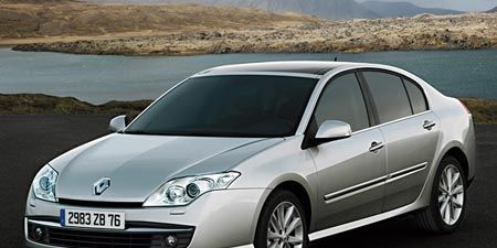 Motor vehicle, Automotive mirror, Mode of transport, Automotive design, Transport, Vehicle, Glass, Headlamp, Car, Rim,