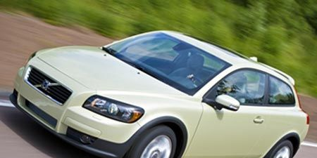 Motor vehicle, Tire, Wheel, Automotive mirror, Mode of transport, Automotive design, Transport, Vehicle, Automotive tire, Land vehicle,