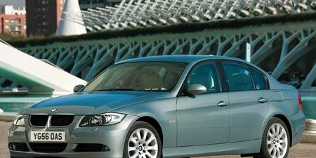 Tire, Wheel, Mode of transport, Alloy wheel, Vehicle, Rim, Hood, Car, Vehicle registration plate, Spoke,