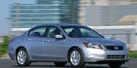 Tire, Wheel, Motor vehicle, Automotive mirror, Daytime, Vehicle, Automotive tire, Automotive design, Land vehicle, Rim,