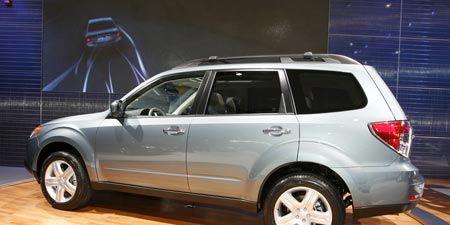 Tire, Wheel, Automotive tire, Automotive design, Product, Vehicle, Glass, Automotive mirror, Rim, Automotive exterior,