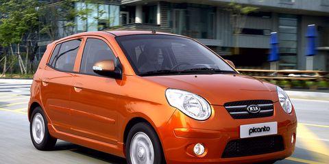 Tire, Motor vehicle, Automotive mirror, Mode of transport, Automotive design, Vehicle, Land vehicle, Hood, Car, Vehicle door,