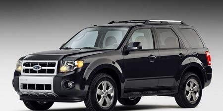 Tire, Wheel, Motor vehicle, Automotive tire, Automotive exterior, Vehicle, Automotive design, Automotive mirror, Automotive lighting, Glass,