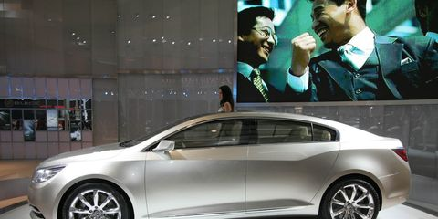 Wheel, Tire, Automotive design, Vehicle, Hat, Car, Mid-size car, Alloy wheel, Luxury vehicle, Personal luxury car,