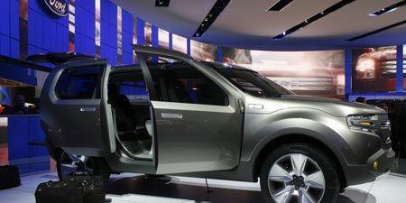 Motor vehicle, Tire, Automotive design, Automotive tire, Product, Vehicle, Automotive exterior, Rim, Alloy wheel, Car,