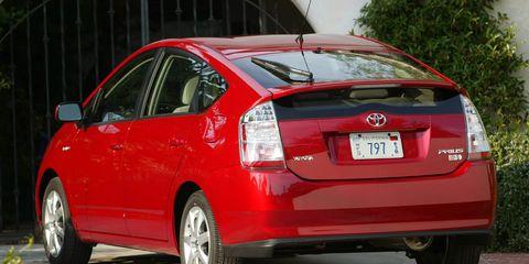 Wheel, Motor vehicle, Tire, Mode of transport, Vehicle, Automotive design, Car, Automotive tail & brake light, Automotive wheel system, Vehicle door,