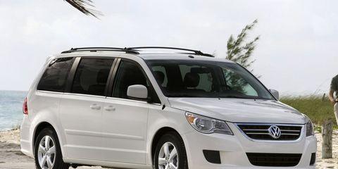 Tire, Motor vehicle, Automotive mirror, Wheel, Mode of transport, Transport, Daytime, Vehicle, Headlamp, Automotive exterior,