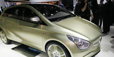 Wheel, Tire, Motor vehicle, Automotive design, Mode of transport, Vehicle, Land vehicle, Event, Car, Auto show,