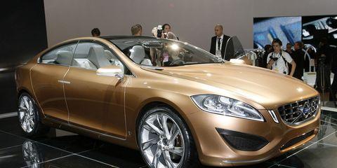 Wheel, Tire, Automotive design, Mode of transport, Vehicle, Land vehicle, Event, Car, Personal luxury car, Alloy wheel,