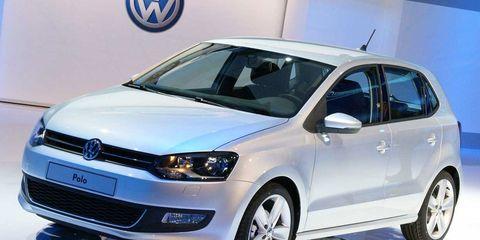 Motor vehicle, Tire, Wheel, Automotive design, Vehicle, Automotive tire, Land vehicle, Car, Automotive mirror, Alloy wheel,