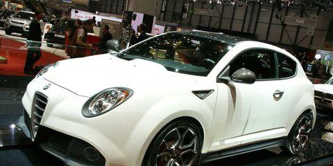 Tire, Wheel, Motor vehicle, Automotive design, Land vehicle, Vehicle, Car, Automotive wheel system, Headlamp, Alloy wheel,