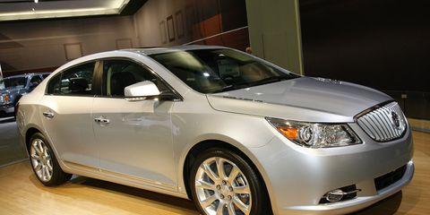 Tire, Wheel, Daytime, Vehicle, Product, Land vehicle, Automotive lighting, Headlamp, Car, Glass,