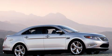 Tire, Wheel, Automotive design, Automotive tire, Vehicle, Alloy wheel, Land vehicle, Rim, Car, Automotive lighting,