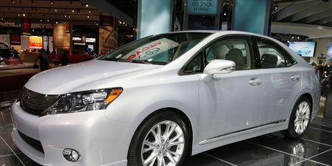 Wheel, Motor vehicle, Tire, Mode of transport, Vehicle, Daytime, Automotive design, Land vehicle, Automotive tire, Rim,