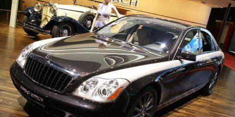 Tire, Automotive design, Vehicle, Land vehicle, Grille, Automotive lighting, Headlamp, Car, Maybach 62, Personal luxury car,