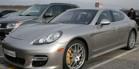 Tire, Wheel, Motor vehicle, Automotive design, Vehicle, Automotive tire, Land vehicle, Automotive wheel system, Rim, Alloy wheel,