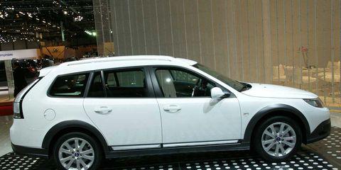 Tire, Wheel, Automotive tire, Vehicle, Alloy wheel, Rim, Spoke, Car, Automotive mirror, Glass,