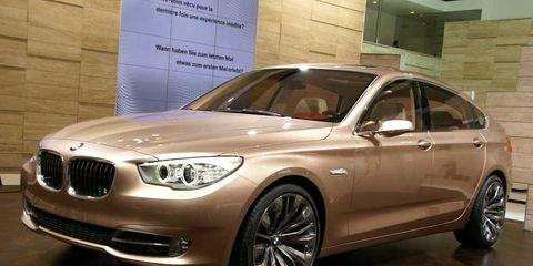 Tire, Wheel, Automotive design, Mode of transport, Vehicle, Rim, Spoke, Alloy wheel, Grille, Car,