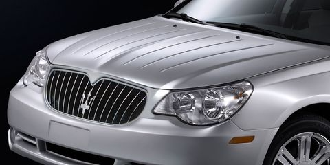 Tire, Automotive design, Vehicle, Automotive lighting, Automotive exterior, Hood, Grille, Headlamp, Spoke, Automotive tire,