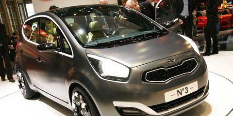 Motor vehicle, Tire, Wheel, Automotive design, Mode of transport, Vehicle, Event, Land vehicle, Automotive mirror, Car,