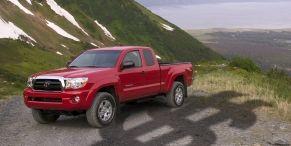 Tire, Motor vehicle, Wheel, Automotive design, Automotive tire, Natural environment, Vehicle, Mountainous landforms, Transport, Rim,