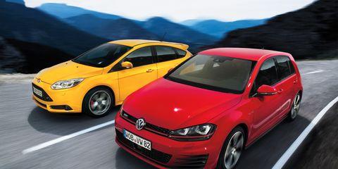 Tire, Wheel, Motor vehicle, Automotive design, Mode of transport, Automotive mirror, Vehicle, Transport, Land vehicle, Car,