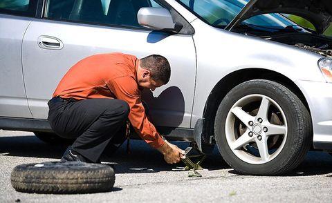 Tire, Motor vehicle, Wheel, Automotive tire, Automotive design, Automotive wheel system, Vehicle door, Automotive exterior, Rim, Alloy wheel,