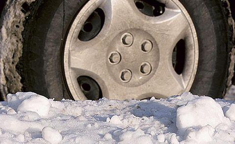 Wheel, Tire, Automotive tire, Automotive wheel system, Rim, Tread, Synthetic rubber, Auto part, Freezing, Alloy wheel,