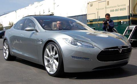 Tire, Wheel, Mode of transport, Automotive design, Vehicle, Transport, Rim, Car, Alloy wheel, Personal luxury car,