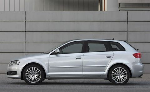 Tire, Wheel, Automotive design, Vehicle, Land vehicle, Alloy wheel, Spoke, Automotive tire, Rim, Car,