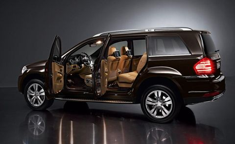 Tire, Wheel, Automotive design, Vehicle, Automotive tire, Land vehicle, Rim, Car, Vehicle door, Automotive tail & brake light,