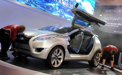 Motor vehicle, Tire, Wheel, Automotive design, Vehicle, Car, Automotive wheel system, Automotive exterior, Automotive lighting, Fender,