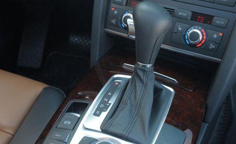 Automotive design, Center console, Steering part, Vehicle audio, Luxury vehicle, Personal luxury car, Gear shift, Steering wheel, Vehicle door, Satellite radio,