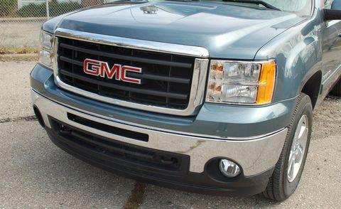 Motor vehicle, Automotive tire, Vehicle, Automotive design, Automotive lighting, Automotive parking light, Headlamp, Grille, Hood, Land vehicle,